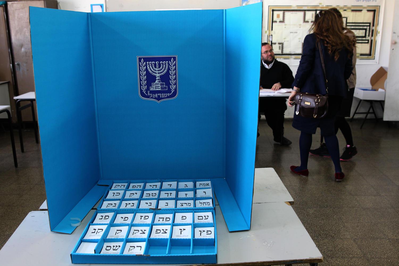 Опрос «Маарив»: «Ликуд» набирает очки, «Кахоль Лаван» не проходит в Кнессет