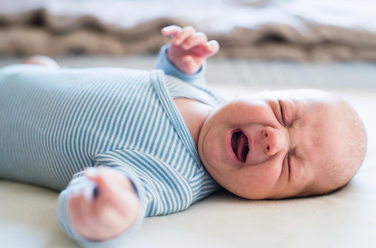 Обвинительное заключение: мать и отчим сломали младенцу ногу и кусали до крови