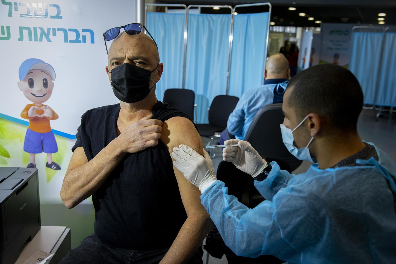 1,600 израильтян заразились коронавирусом после первой прививки