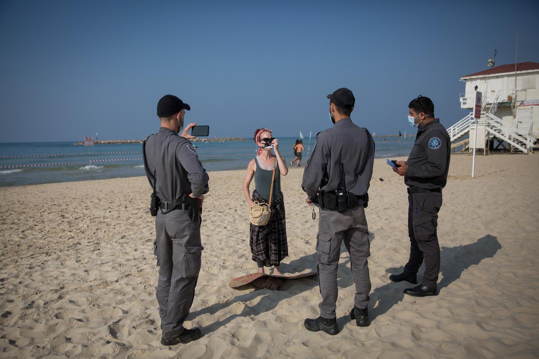 полицейские патрули на пляжах не снизили заболеваемость