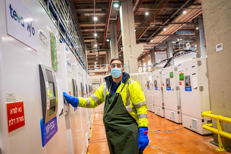 морозильные камеры на складах «Тевы», где хранится вакцина