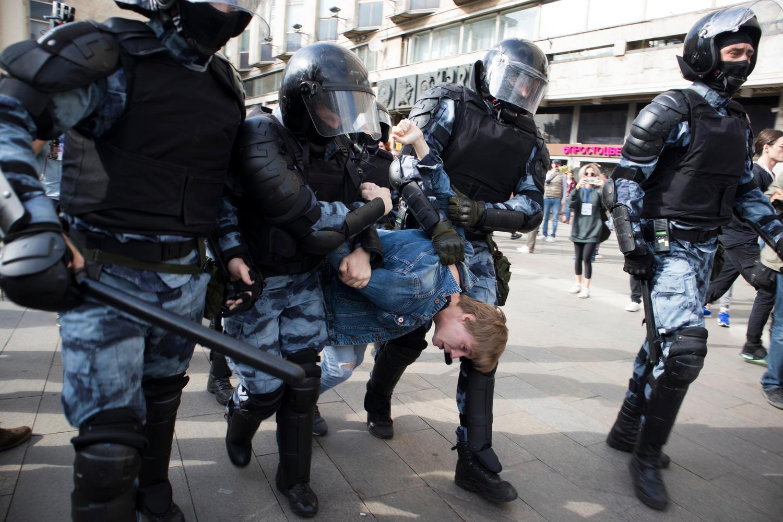 В Москве и Петербурге проходят многотысячные демонстрации в поддержку Навального