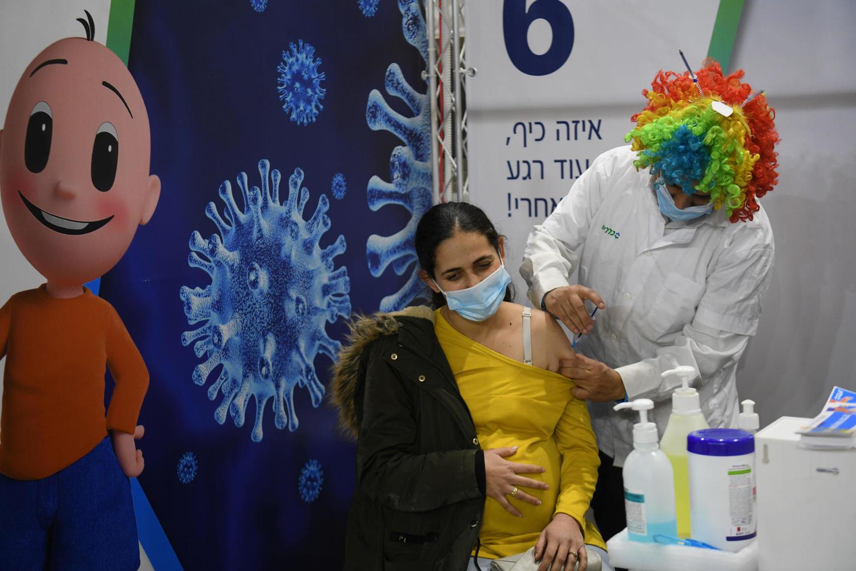 Минздрав Израиля: 23 человека умерли от COVID-19 спустя неделю после полной вакцинации