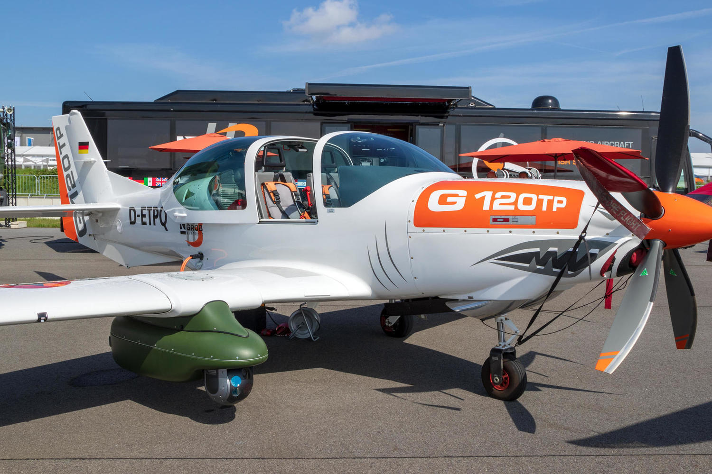 самолет Grob G-120