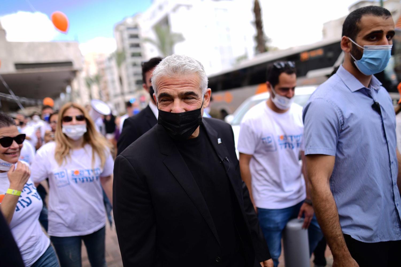 Яир Лапид во время предвыборной кампании в Од а-Шарон