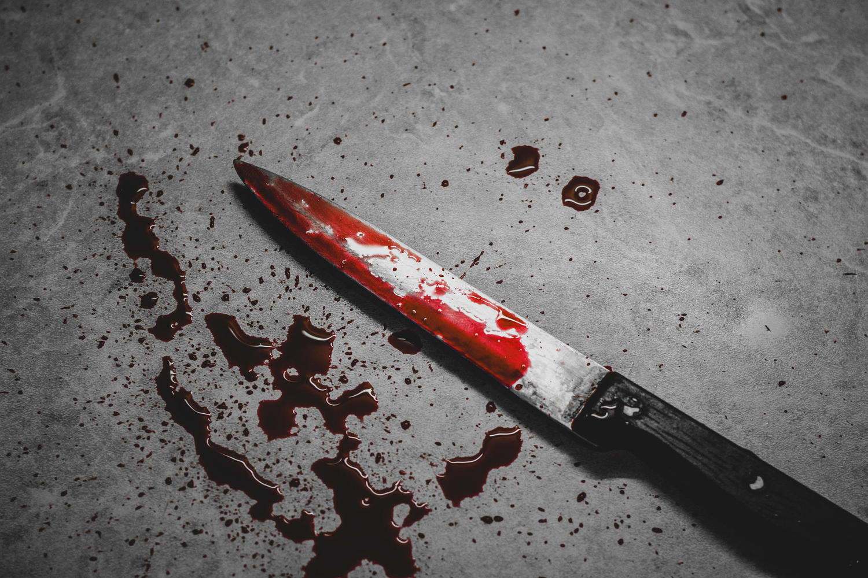 В Нешере пожилого адвоката зарезали на глазах жены