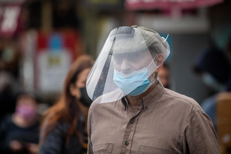 Минздрав рассматривает ослабление ограничений — маски отменят на открытом воздухе?