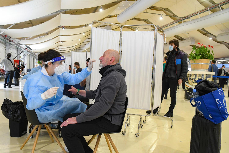 Впервые с ноября в Израиле меньше 10 тысяч COVID-больных