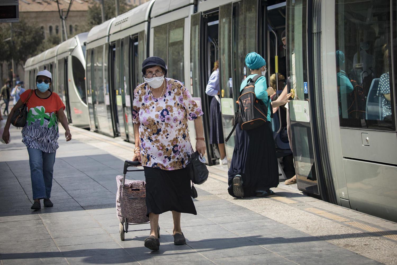 Араб ударил по лицу ешиботника в иерусалимском трамвае