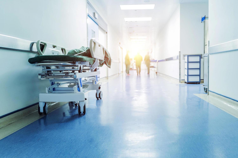 Массовая драка между родственниками пациента и сотрудниками больницы в Наарии