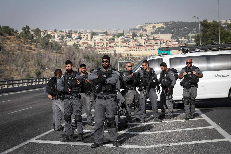 Полиция остановила автобусы, мусульмане идут в Иерусалим пешком. 1 шоссе перекрыто наглухо