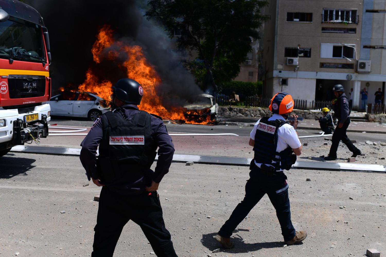 Из-за пожара в нефтехранилище жителям Ашкелона советуют поменьше находиться на улице