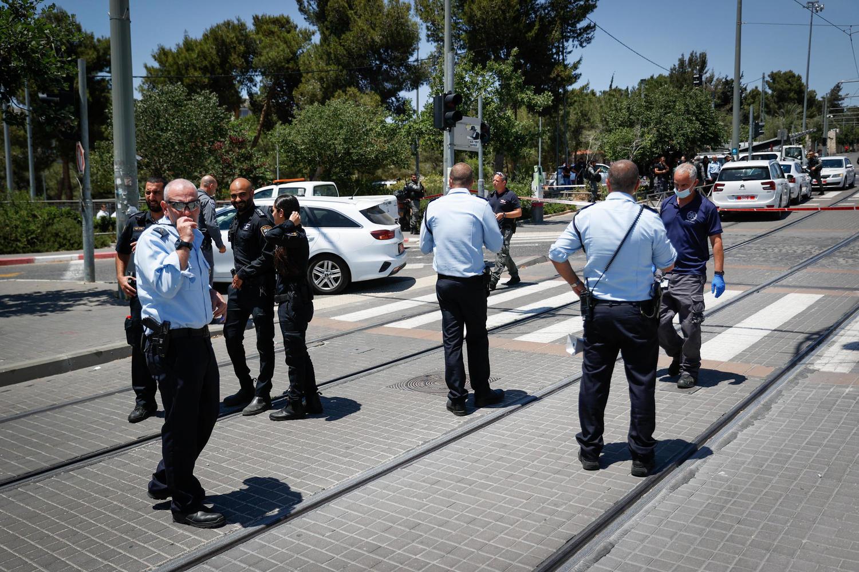 Теракт в Иерусалиме: ранены ножом солдат и штатский, террорист убит