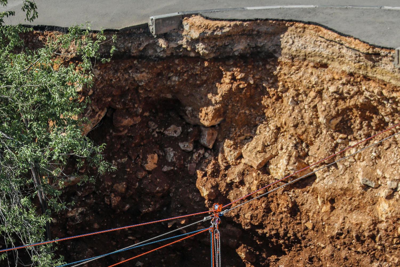 На территории больницы «Шаарей Цедек» проваливается земля