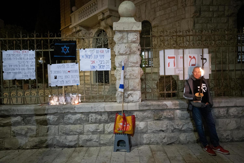 Нетанияху разрешили остаться в резиденции премьер-министра. Но за свой счет