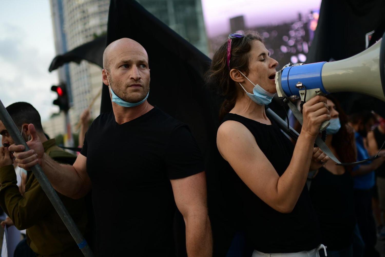 Нетаньяху уходит, демонстрации продолжаются