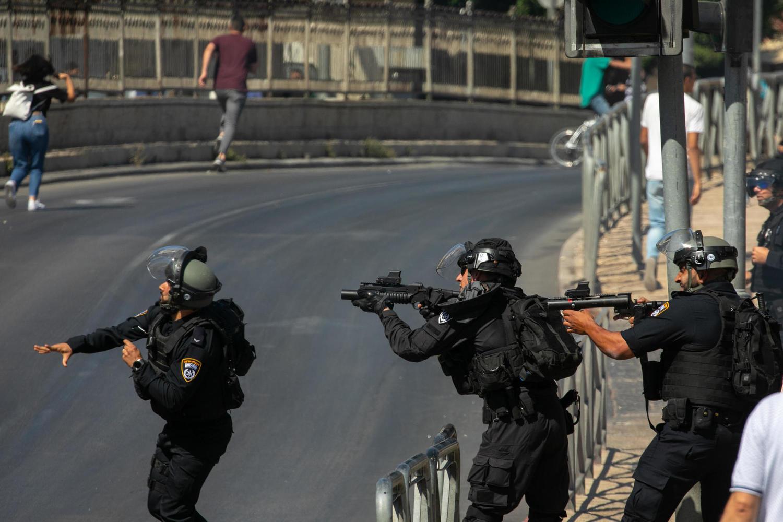 Парад флагов приближается: нападение на полицейских в районе Шхемских ворот