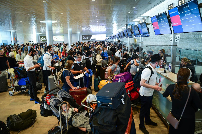 поток отъезжающих в аэропорту Бен-Гурион, 30 июня
