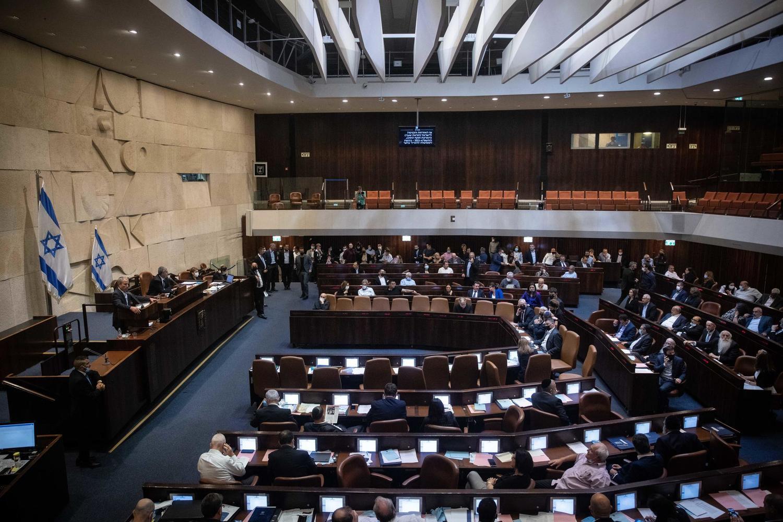 Еще одна ночь в Кнессете: принят закон о выходе четырех депутатов из фракции