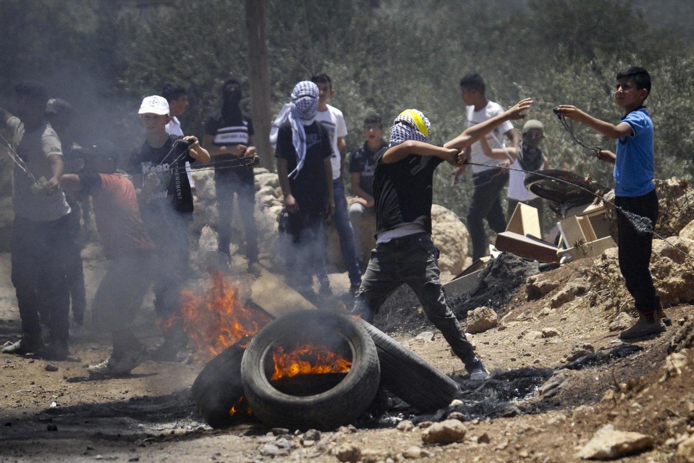 Палестинские протестующие возле Бейт-Даджана 9 июля 2021 года