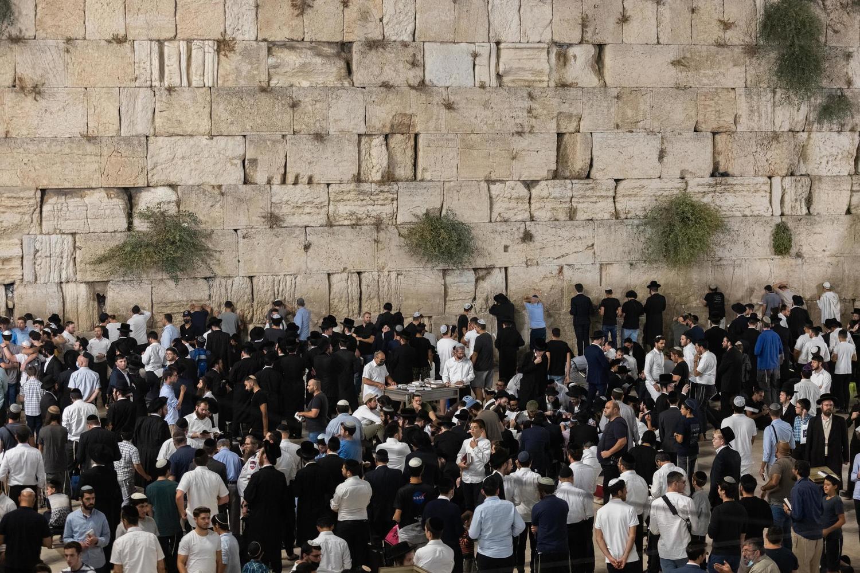 9 Ава на Храмовой горе: молодые арабы забросали камнями полицейских