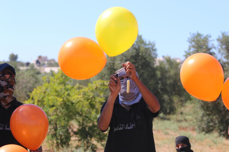 Процесс запуска шаров из сектора Газа