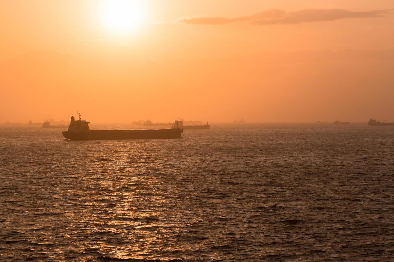Вооруженная группа захватила корабль у берегов ОАЭ: «Возможно, союзники Ирана»