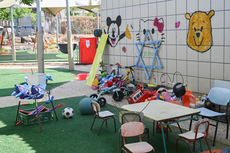 Невакцинированную воспитательницу изгнали из детского сада в Хайфе