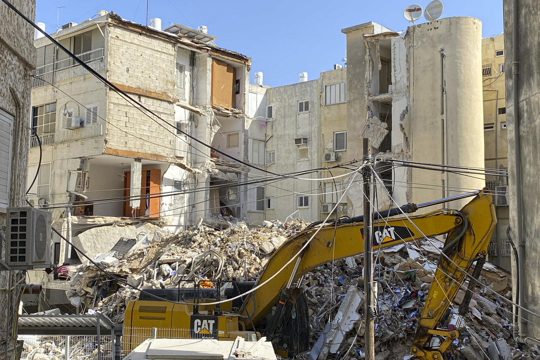 руины дома в Холоне