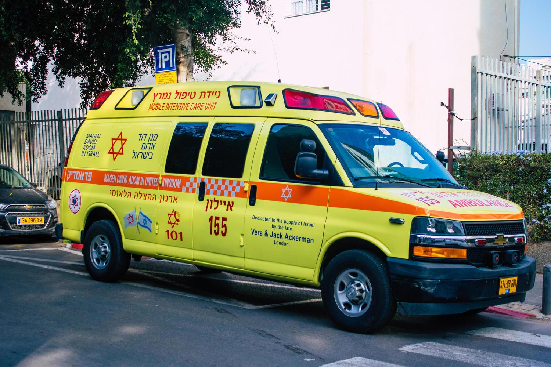 Состояние критическое: в Кафр-Ясифе 18-летняя девушка выпала из окна