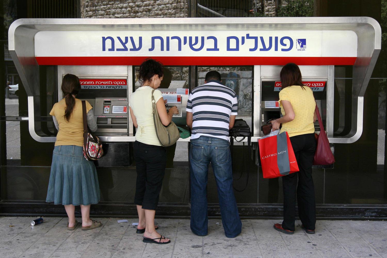 С этой недели израильтяне могут сменить банк «одним нажатием кнопки»