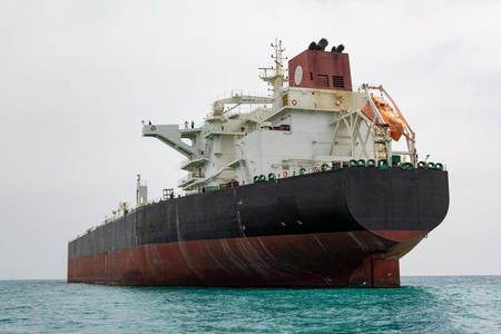 Израиль не будет атаковать иранские нефтяные танкеры, которые следуют в Ливан