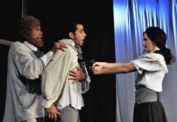 תיאטרון קרוב - חמישה אקדחים - מסע בין סיפורים